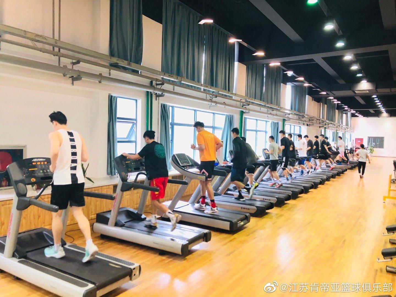 江苏肯帝亚篮球俱乐部从春节假期结束后便集中封闭训练到现在