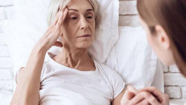 """不少中年人,没有做到""""睡眠充足"""",导致老年痴呆风险越来越高"""