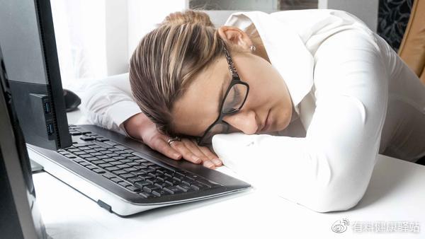 无论男女,到了45岁,睡觉时若3个表现反复出现,或是心梗来了