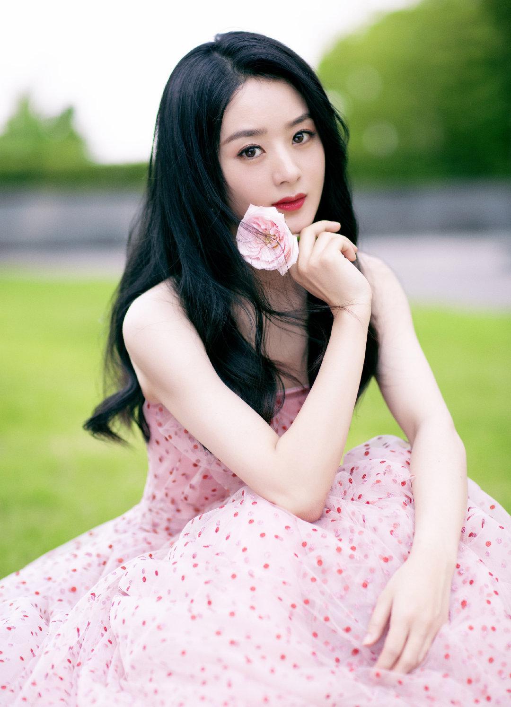 一袭粉色斑点连衣裙