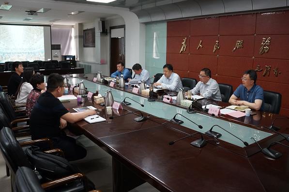 河南邓亚萍体育产业投资基金会一行到涧西区考察