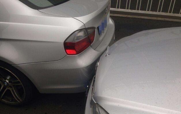 绿灯剩3秒前车急刹导致追尾,判罚结果引争议,车主:这也我全责