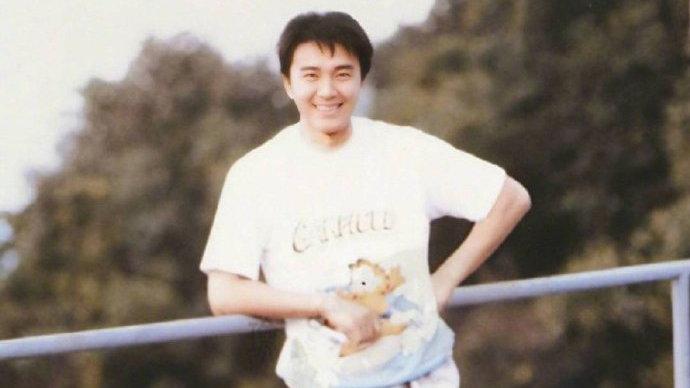 连续六年为周星驰庆生,林允晒出多张旧照片,满满都是青春的回忆