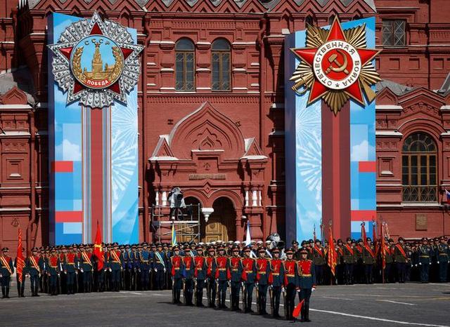 忙坏北约,吓坏乌克兰,俄疫情下高调阅兵,想表达三个意思