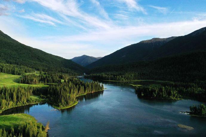 新疆喀纳斯的夏日,森林、草原、湖泊....清清凉凉,好不舒服。
