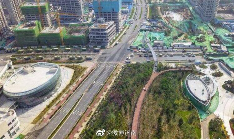 过街天桥直达茂岭山,济南中央商务区首个登山栈道已成形