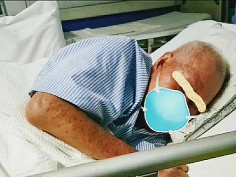 父亲脑癌病入膏肓,因为疫情无人可陪,弟弟妹妹失业,我从马来西亚来新加坡挣钱