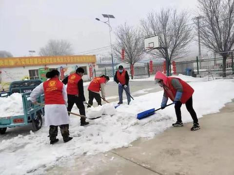 博州温泉县:开展志愿服务活动 助力乡村环境整治