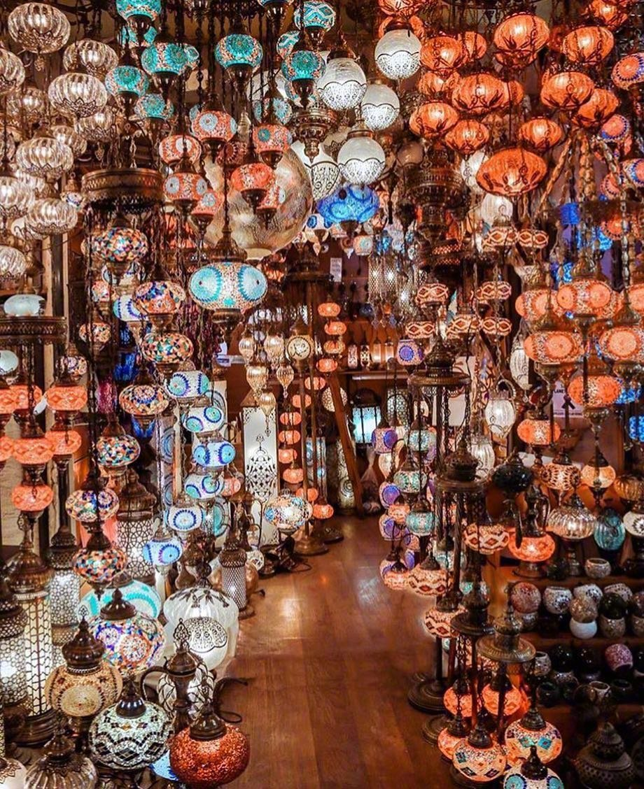 伊斯坦布尔的Grand Bazaar琉璃灯集市