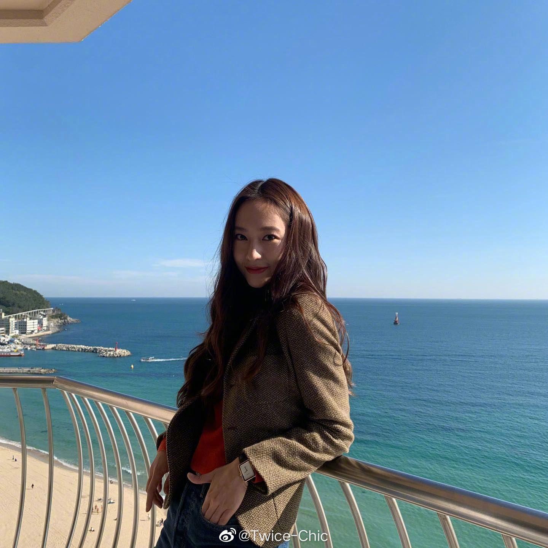 郑秀晶   釜山的碧海蓝天下 ☁️