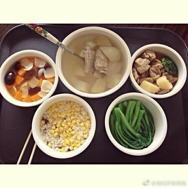 专业月子会所的月子餐,第一周很清淡,以素汤为主,没有任何肉类