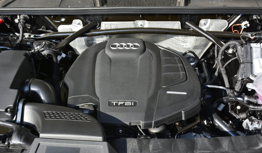 丐版就配2.0T引擎,6.7秒破百,奥迪Q5L能入你法眼?