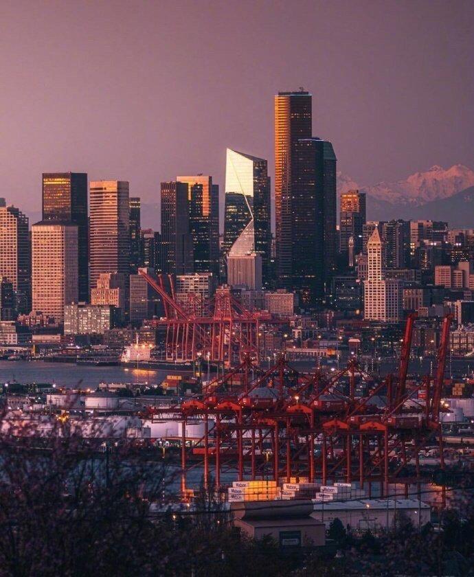 夜幕下的西雅图