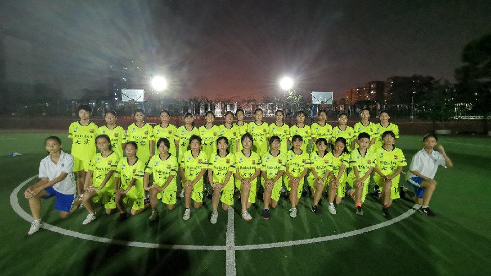 越秀七中实验:女足带动男足,从《夺冠》中提炼校园足球精神