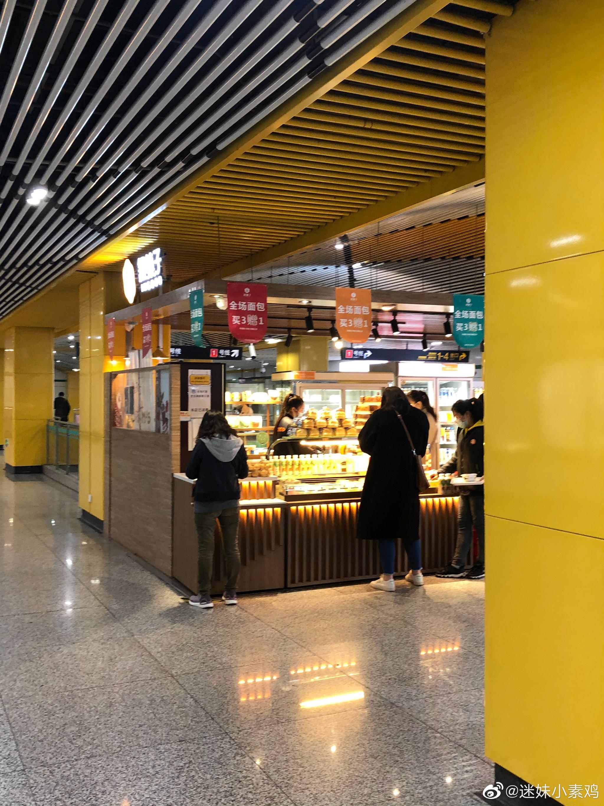 这是一条有味道的帖子,iapm地铁站下面这家面包店一直贴着几张图片