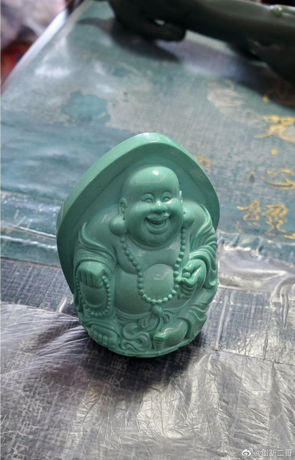 高瓷果冻料原矿绿松石弥勒佛,料子细腻,工憨态可掬