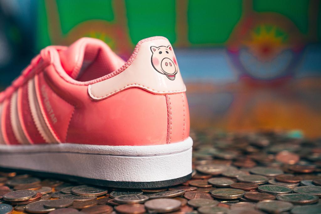 皮克斯和艾迪达斯联名的《玩具总动员》鞋款!