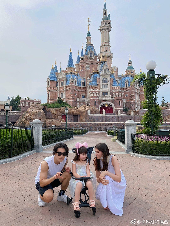 这是我第一次和我的丈夫还有揉西去迪士尼乐园