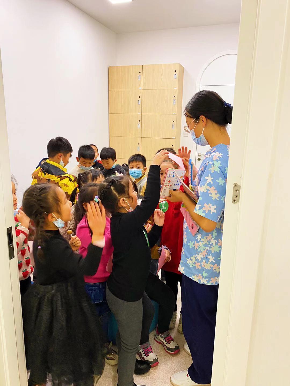 咱们南京企鹅眼科诊所,宽敞明亮,诊所好玩!医生护士耐心