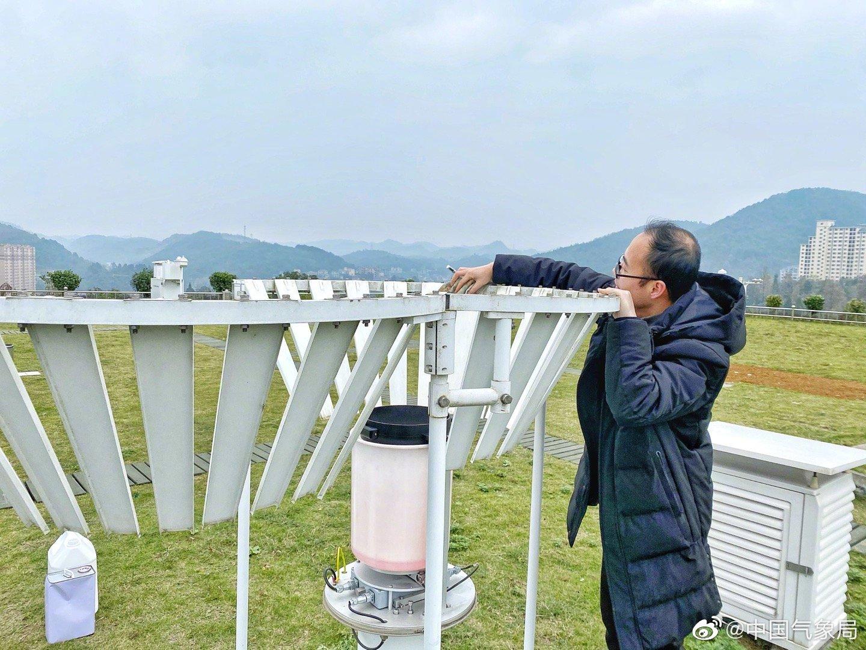 11月30日,为做好冬季雨量观测