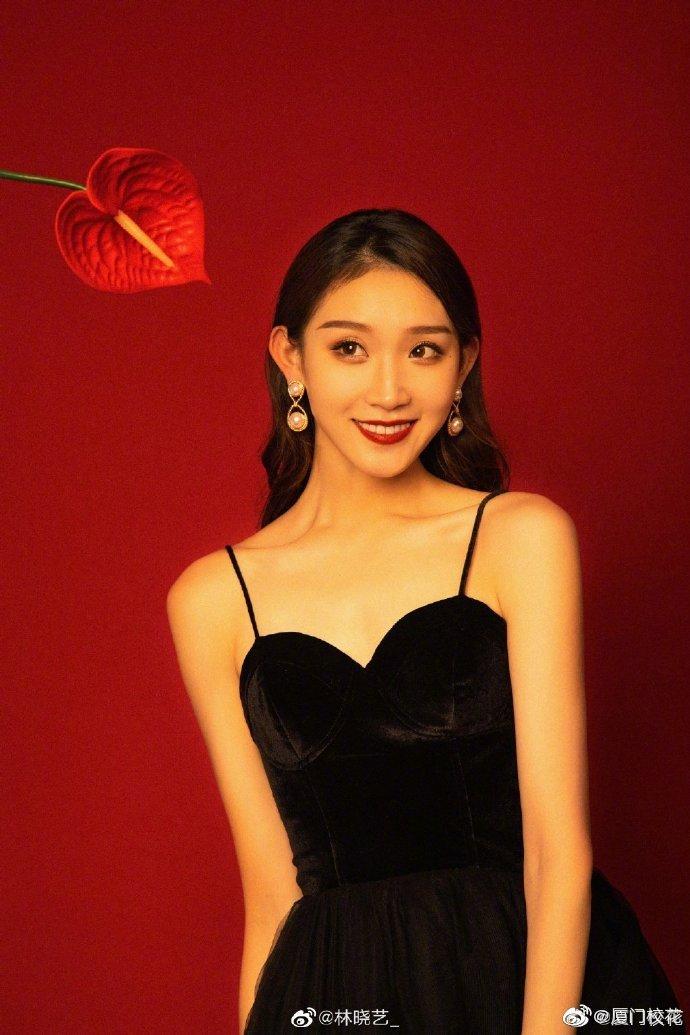 她叫林晓艺,毕业于解放军艺术学院,身高178cm,水瓶座