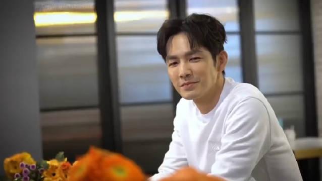 钟汉良在微博上传的视频中用南瓜雕刻了对情侣,做的好好看哟!