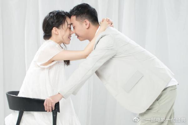 GAI周延在微博晒出与妻子王斯然的合影以及B超照片,官宣当爸喜讯
