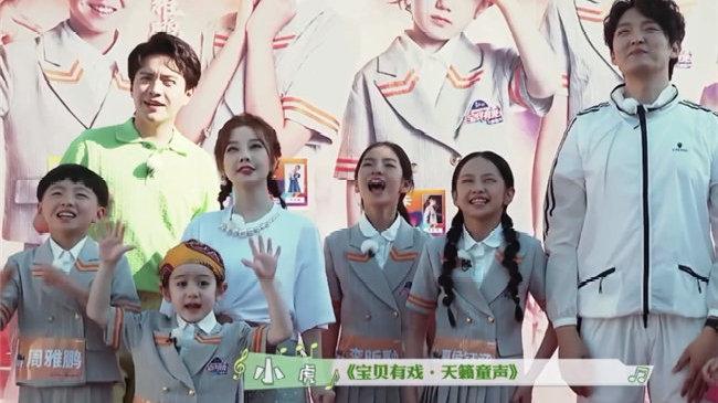 冯提莫上综艺当导师,全是小孩子完美融入!网友:这是儿童主播?