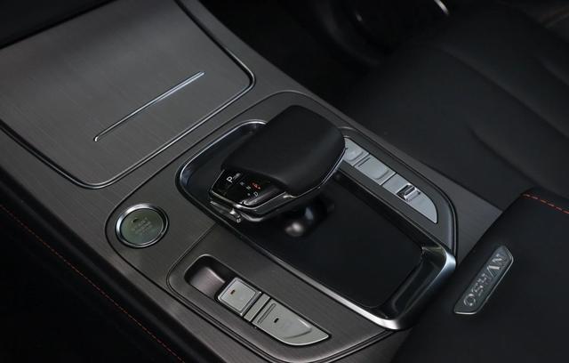 """手握7万还看啥面包车,这""""中型""""SUV配1.5T,高铁级静音油耗7L"""