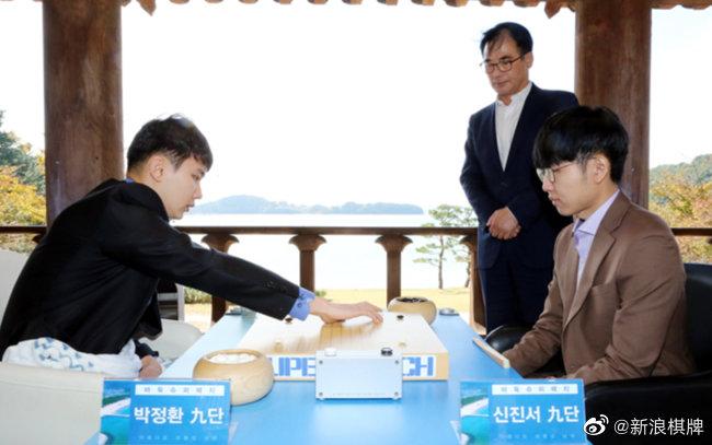 韩国围棋超级对决第一局 申真谞中盘胜朴廷桓
