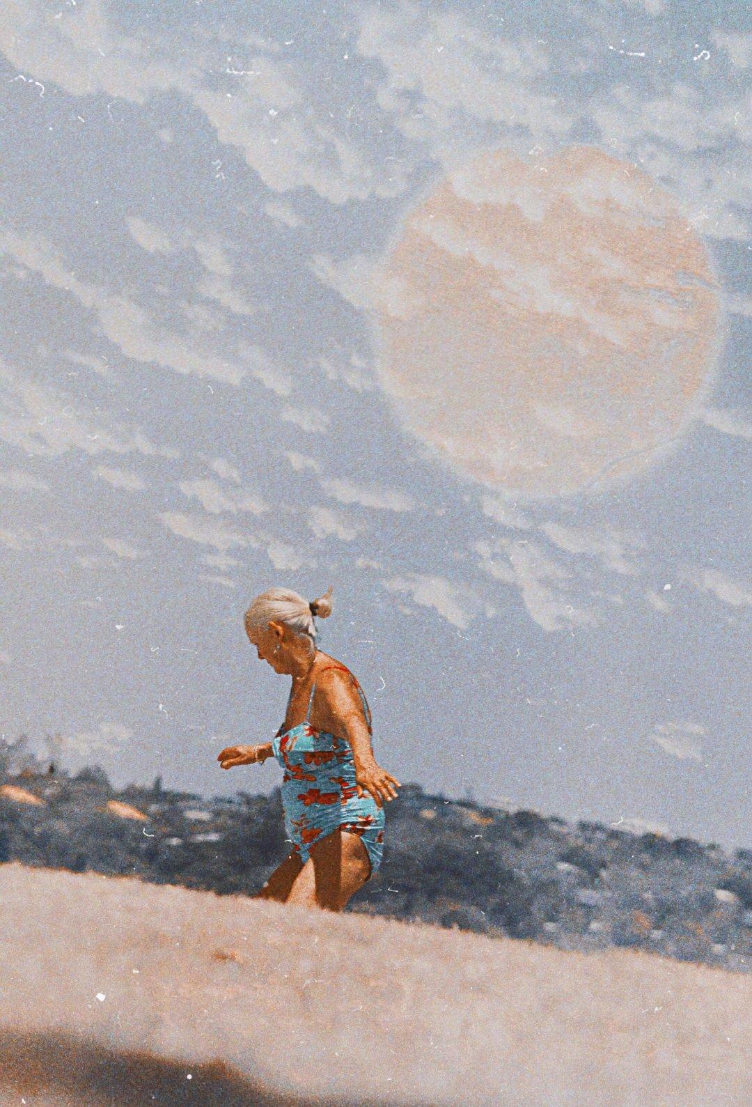 LA LUNA Y EL HACEDOR, 月亮与创造者