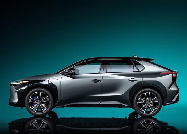 售价16万?丰田首款纯电动车2022年上市,大器晚成?