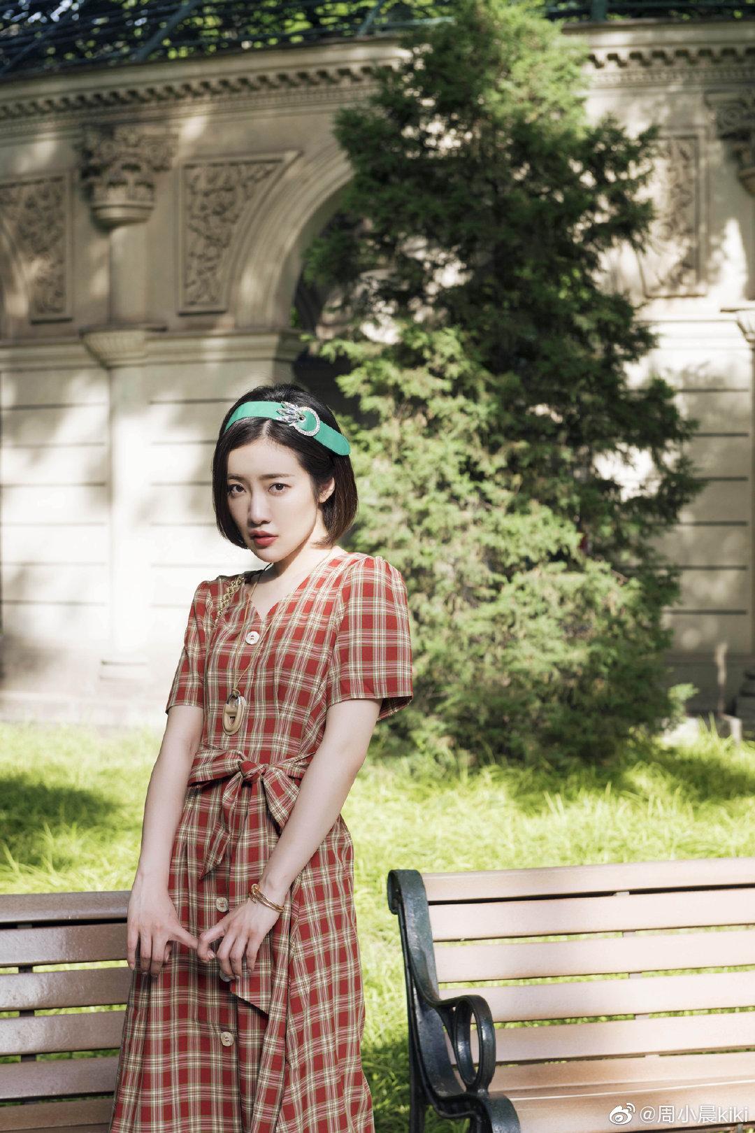 今天是一波来自轻微小复古的袭击~这条复古大方格纹裙基本不挑身材