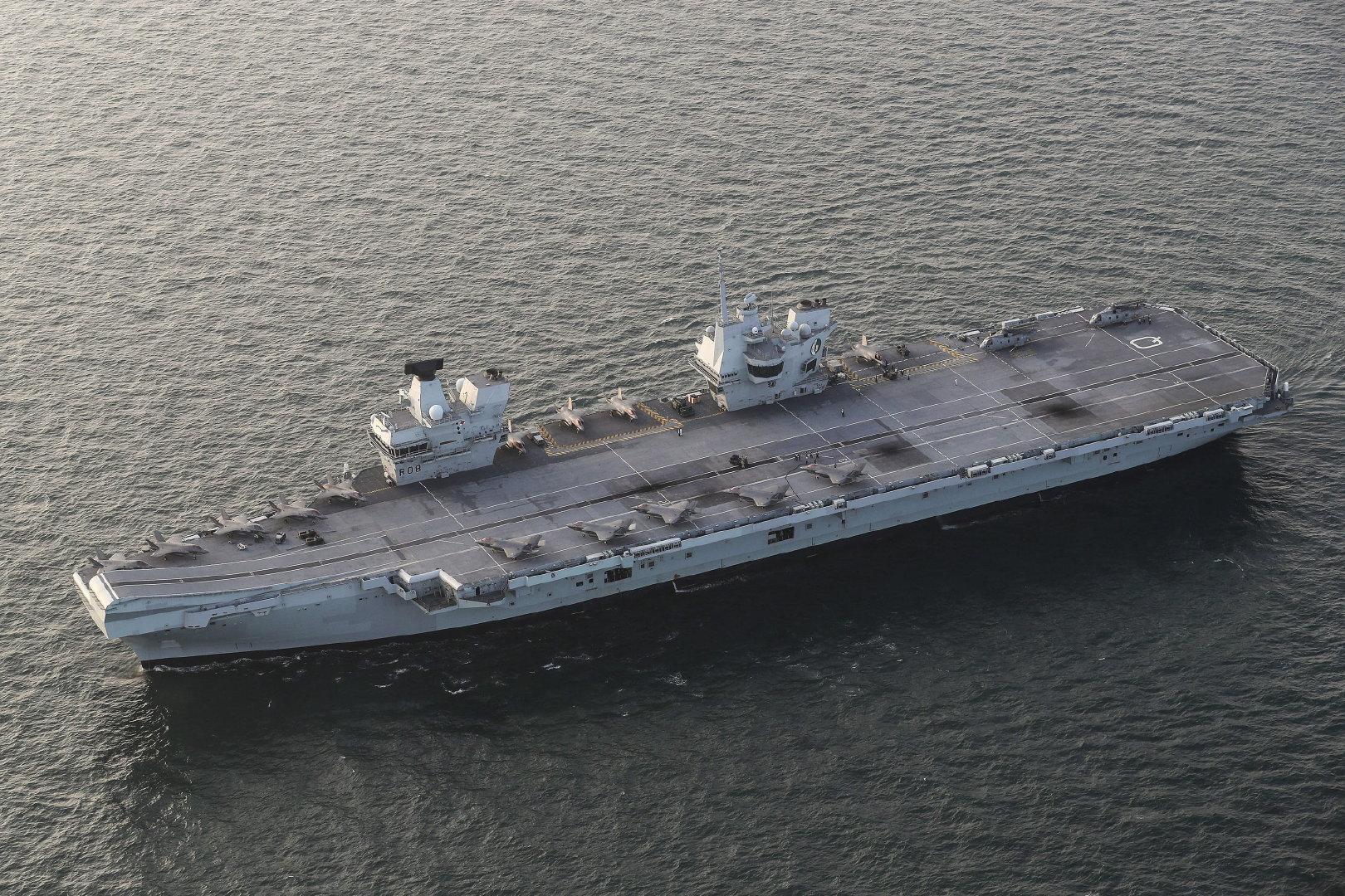 """""""伊丽莎白女王号""""上的海军陆战队VMFA-211中队"""