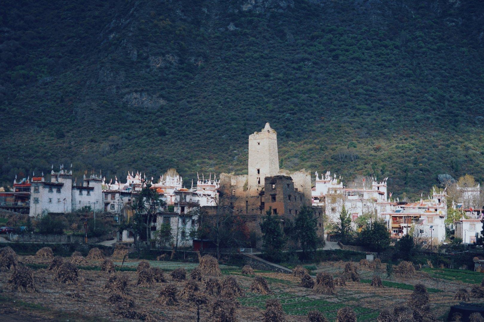 邛山土司官寨,一处远离喧闹尘世隐匿在山野树林中间的古老村落