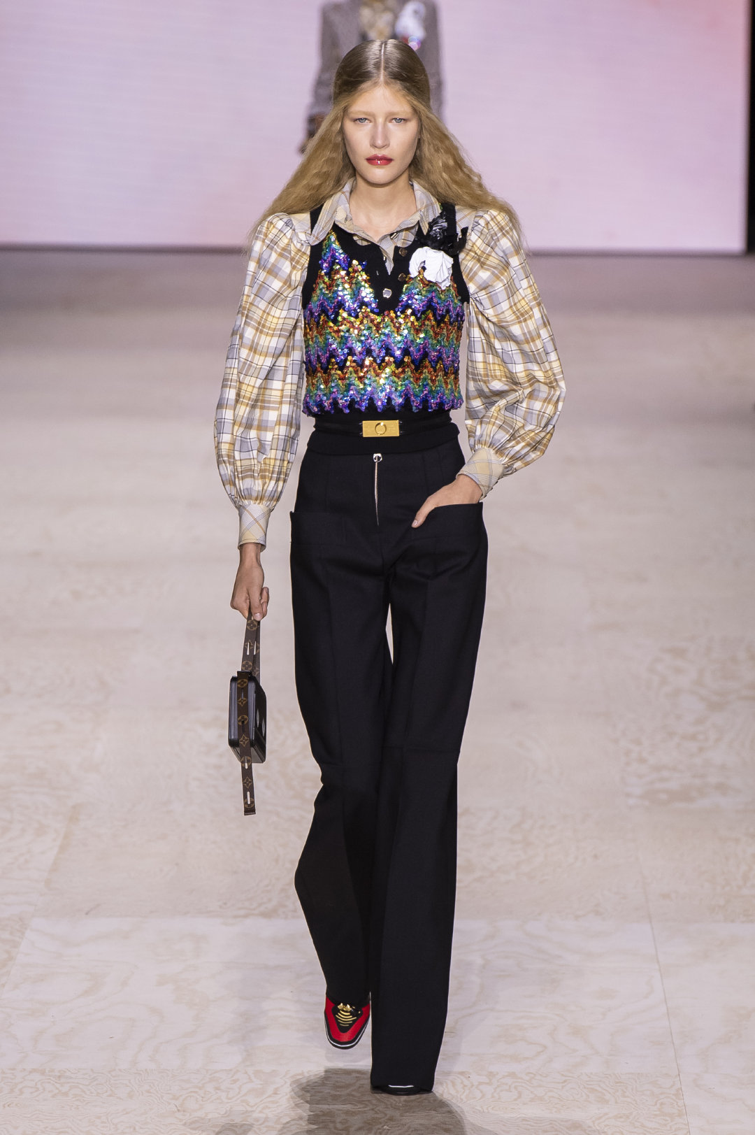 Louis Vuitton再现昔日巴黎的优雅奢华,色彩印花轮廓展现美好时代