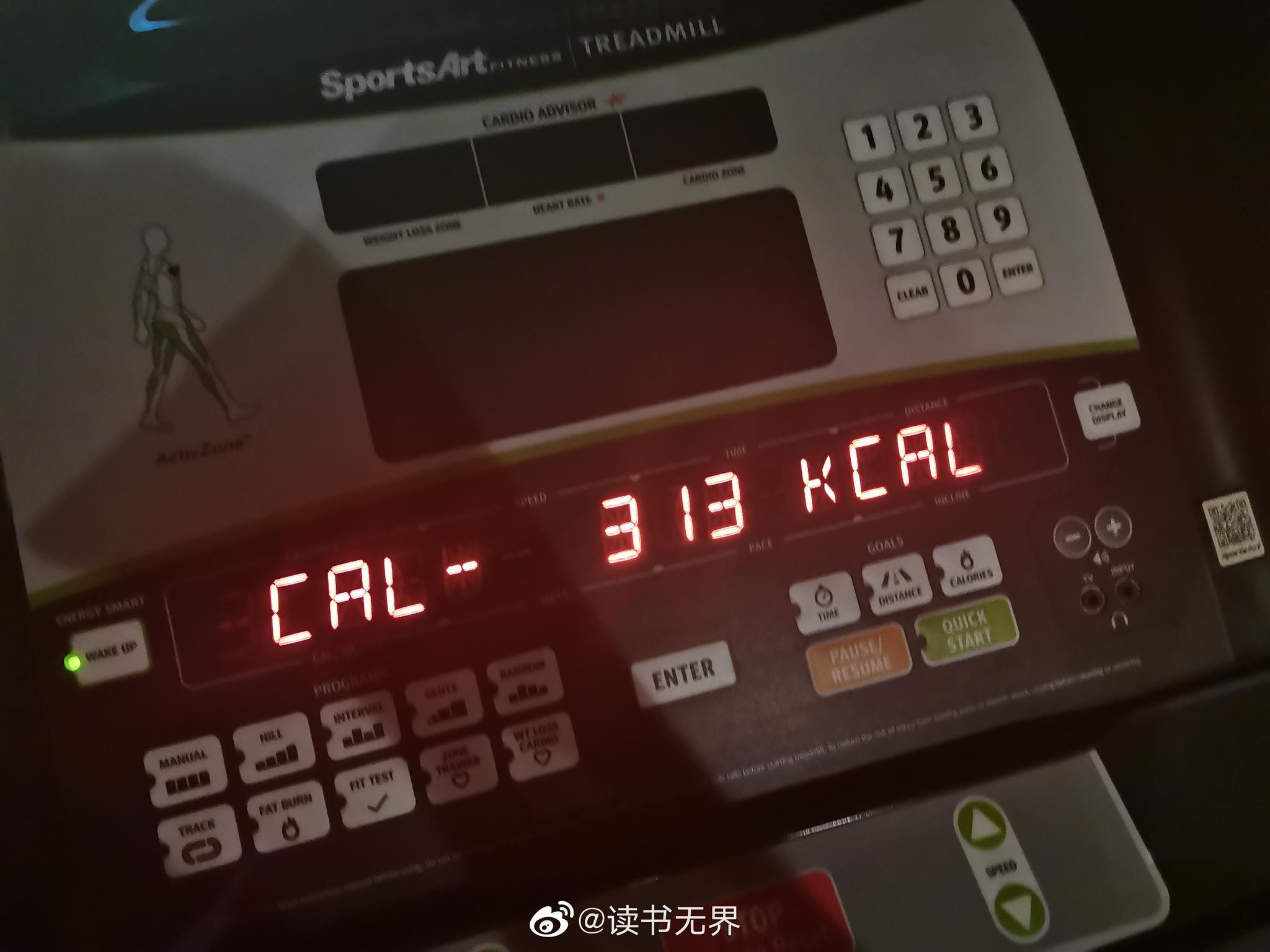 今日份健身打卡,跟跑步机战斗了58分钟,下次争取一个小时。