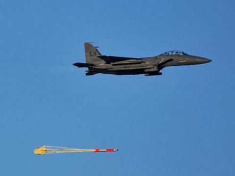 F-35投掷最新型核炸弹视频曝光!专打地下目标,伊朗小心了