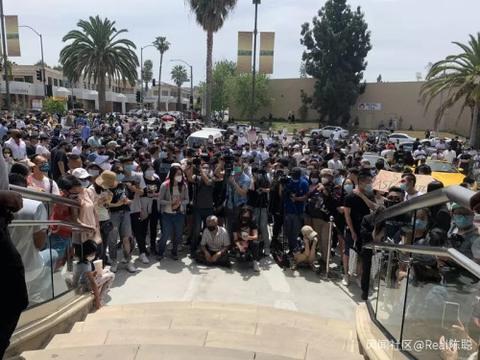 """洛杉矶千车齐发游行示威,呼吁""""停止仇恨亚裔"""",吴彦祖参与"""