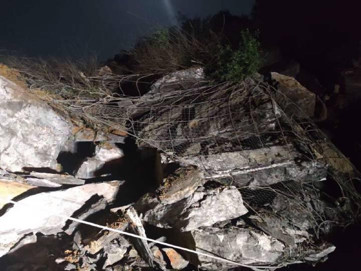 武深高速炎汝段发生大面积塌方    目标是24小时抢通半幅路面