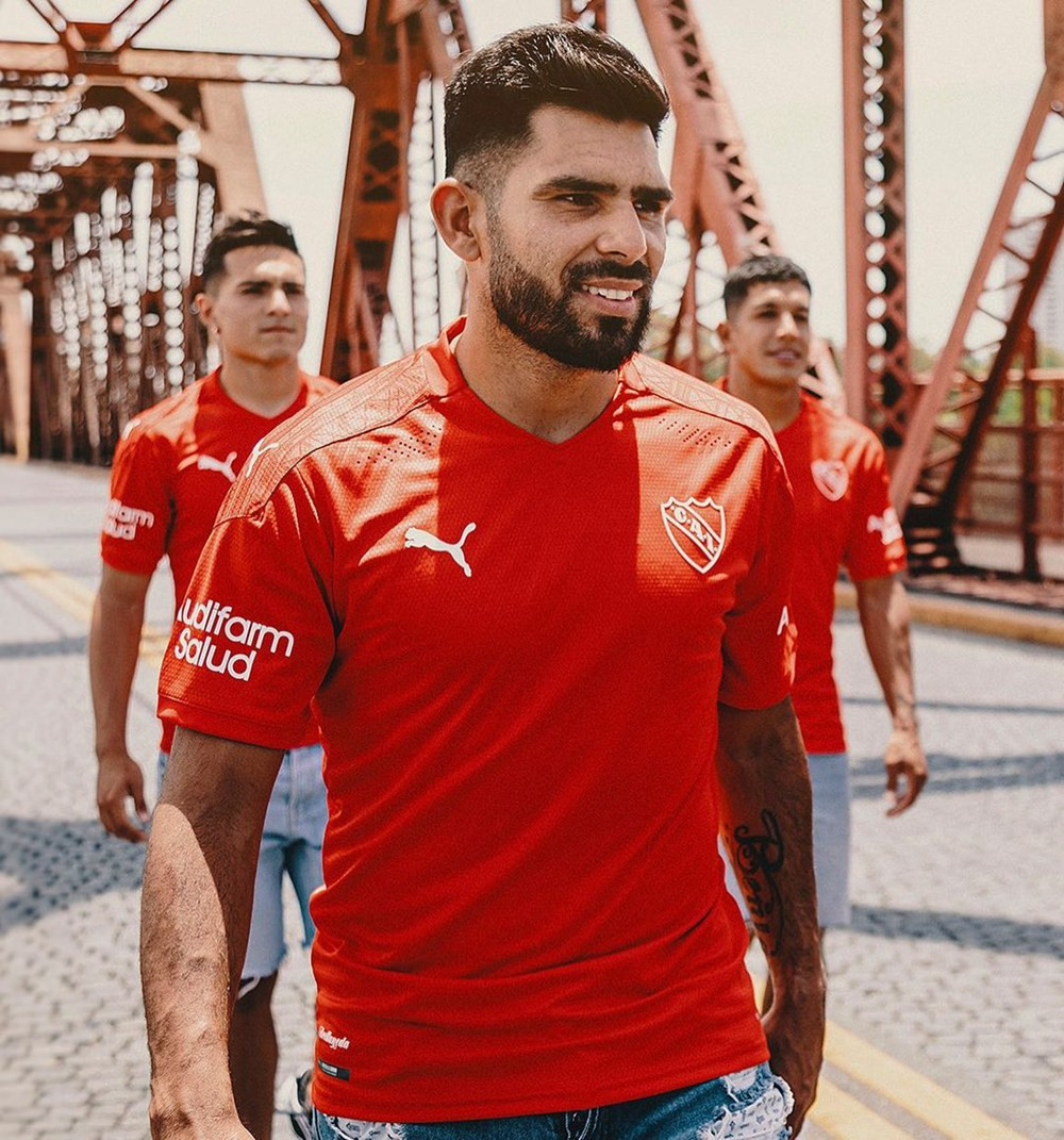 PUMA发布阿根廷独立全新主客场球衣