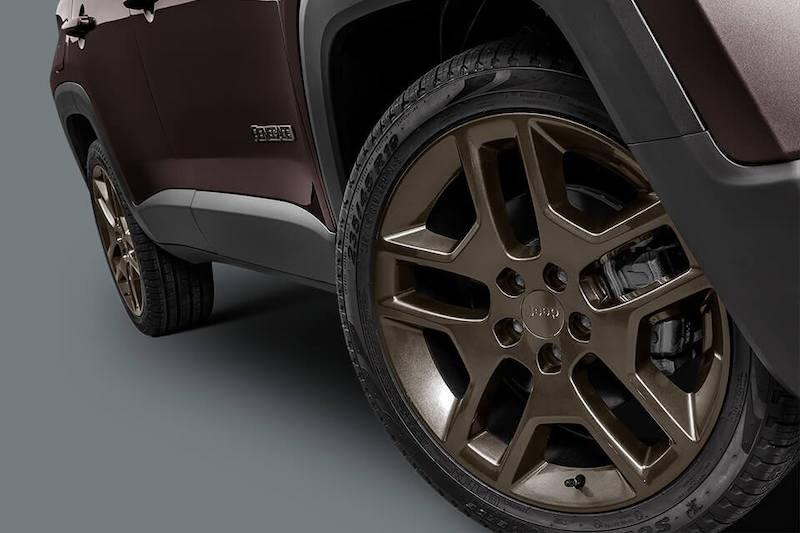 配棕色车身/青铜色轮圈 Jeep自由侠特别版官图曝光