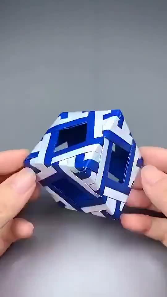 镂空正方体,提高空间立体感。最后拼接挺简单的,不信试试哦