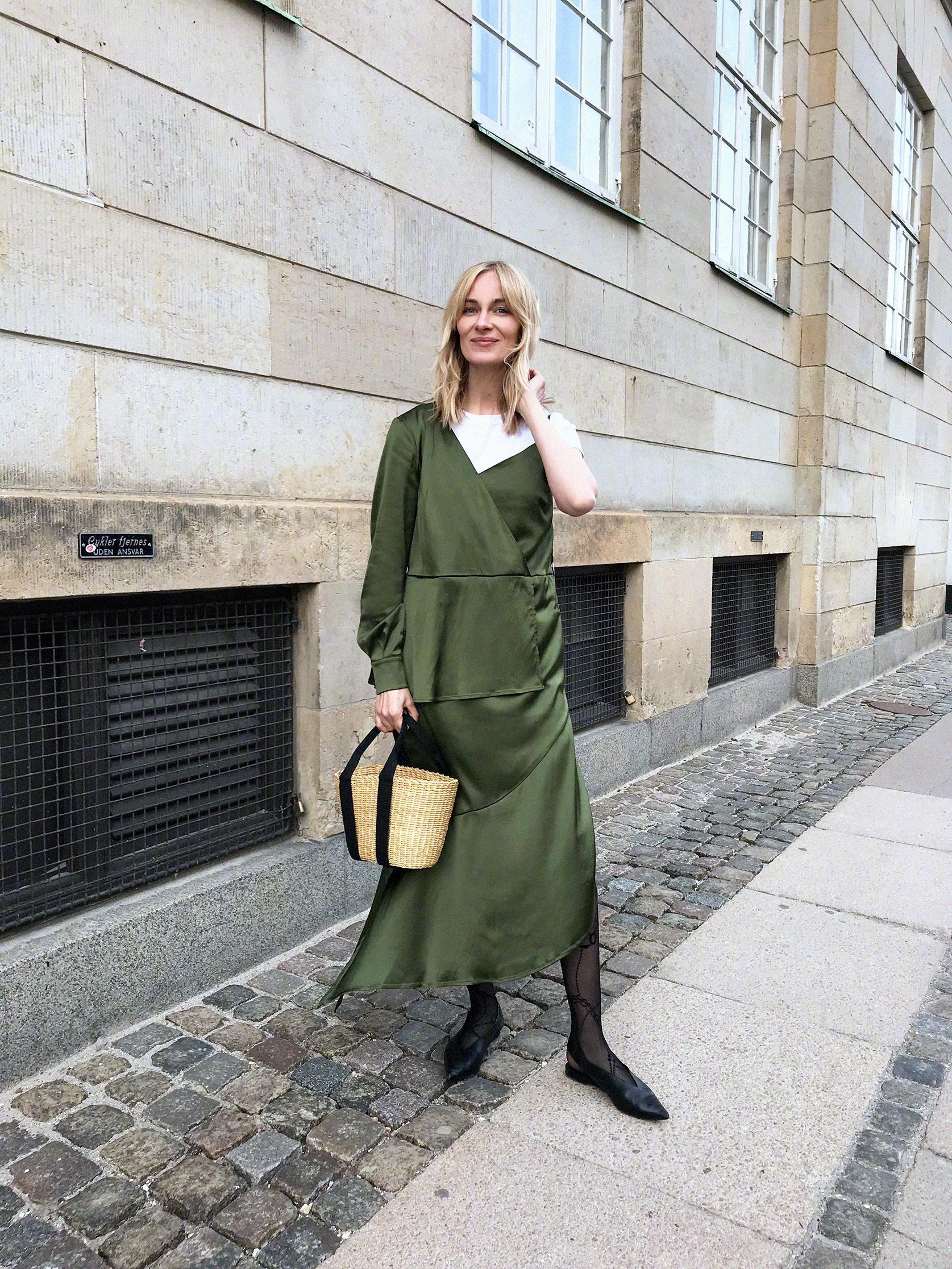 博主mariellehaon的夏日街头志,优雅大气的熟女穿搭示范。