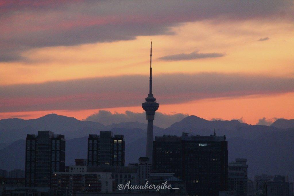 北京少见的净空,那天的晚霞真美@Auuubergine_
