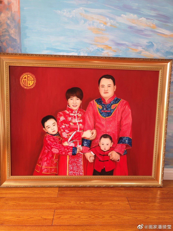 客户定制的全家福油画完成发货了,非常羡慕这幸福的一家人