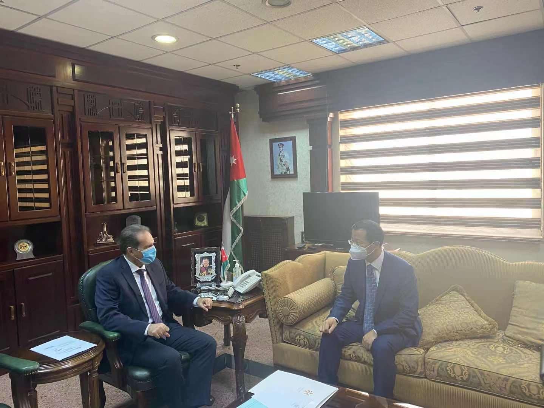 中国驻约旦大使陈传东拜会约旦卫生大臣哈瓦里