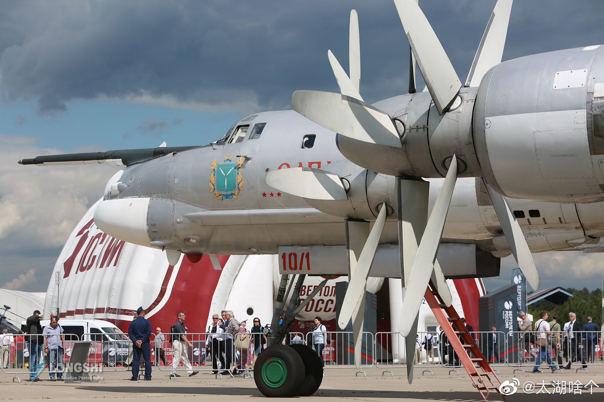 10月20日,俄罗斯空军2架图-95战略轰炸机扑向贝北美防空识别区