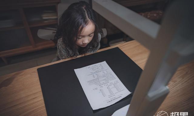 护眼灯玩跨界?能扫描、能视频还能矫正坐姿,宝贝的成长就靠它了