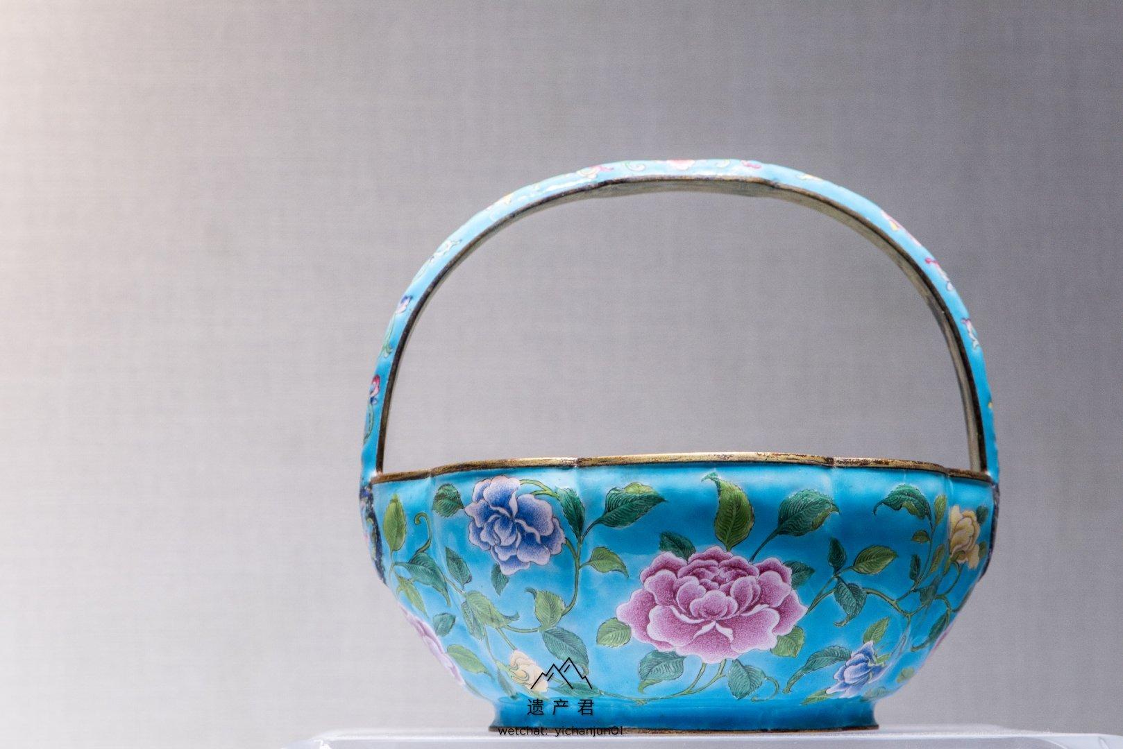 故宫博物院藏· 清乾隆款画珐琅牡丹纹花篮